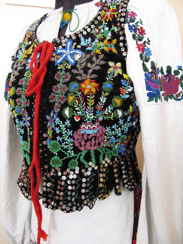 Вышитый бисером корсет. Украинский музей в Огайо