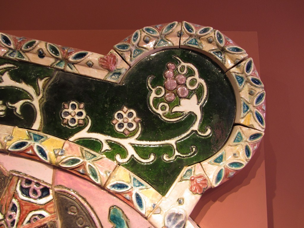 Камин Врубеля в Абрамцево. Фрагмент